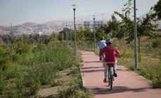 El parque más grande de Granada, repleto de malas hierbas