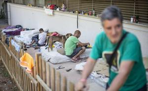 Vivir entre cartones y chatarra en Granada