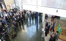 Una muestra itinerante reconoce en Granada los 25 años de servicio de la Policía andaluza