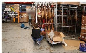 Inmovilizan 1.000 toneladas de jamones caducados a una red que los distribuía por toda España