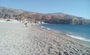 Muere un bañista inglés ahogado en la playa de Calahonda