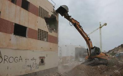 Comienzan las obras de calle Pósito con una demolición