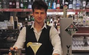 El barman que ha servido a monarquías en Inglaterra: «Los andaluces estamos matando mitos de vagancia; quiero volver a Granada a emprender»