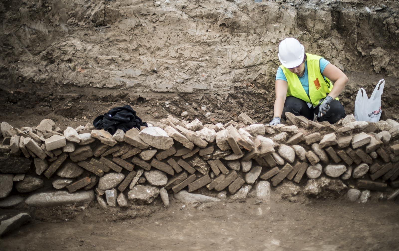 Afloran restos de termas, edificios y calles del siglo III y IV en Granada