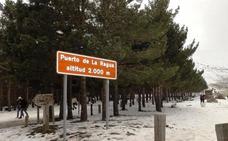 La acumulación de nieve provoca el corte de la A-337 en el Puerto de la Ragua y de un tramo de la A-395