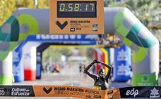 Abraham Kiptum bate en Valencia el récord mundial de Medio Maratón