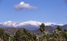 La estampa de la sierra blanca vista desde la Costa