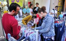 El centro de Linares se colma de 'bullicio' comercial