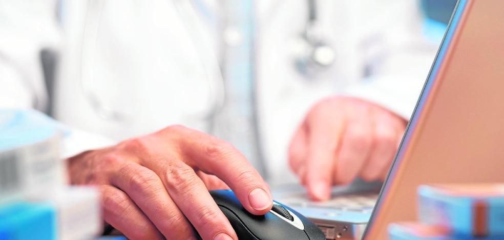 Pide su historial en el centro de salud y le dan el de otra paciente «con idéntico nombre»