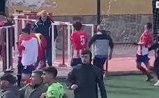 Batalla campal entre los jugadores del Atlético La Zubia y el Dúrcal al término del partido