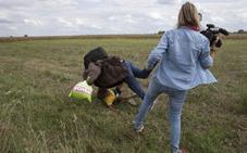 Hungría deja sin castigo a la reportera que pateó a refugiados