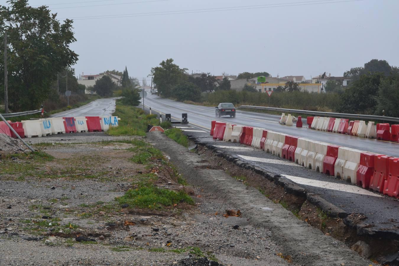 Unos cables paralizan tres meses las obras de una rotonda en Dúrcal