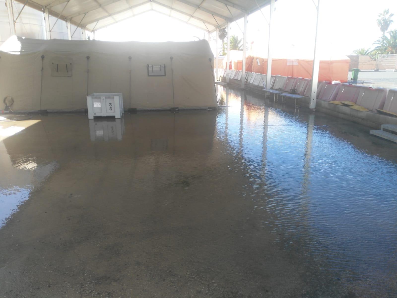 Las lluvias vuelven a inundar el campamento de inmigrantes de Motril
