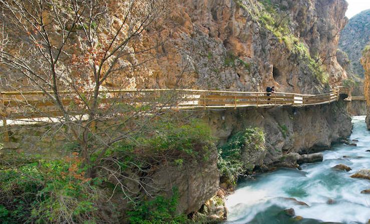 Descubrimos cómo disfrutar con niños al aire libre con estas 5 rutas en Granada