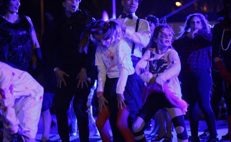 Así fue el pasacalles zombie de Motril