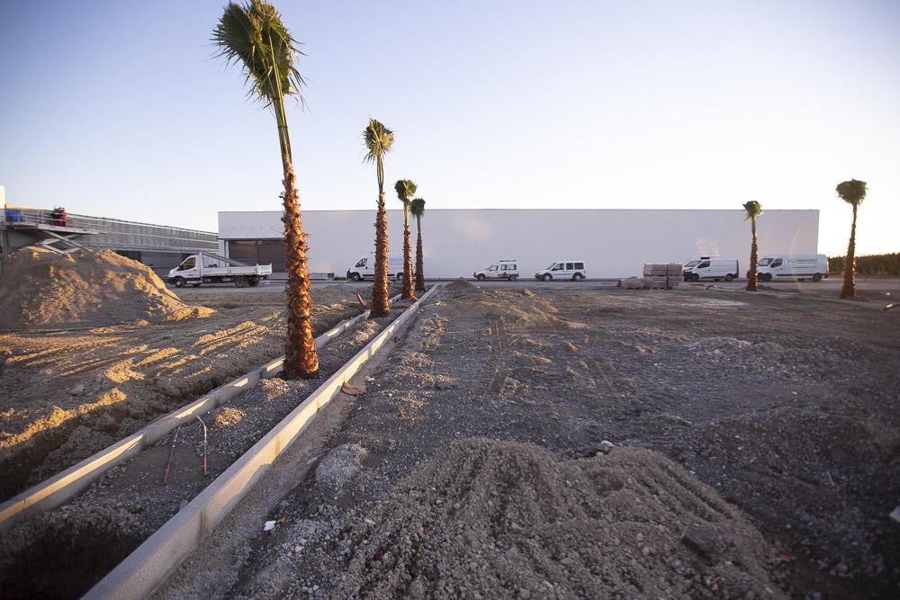 Doscientos obreros trabajan para abrir la nueva área comercial de Motril en diciembre