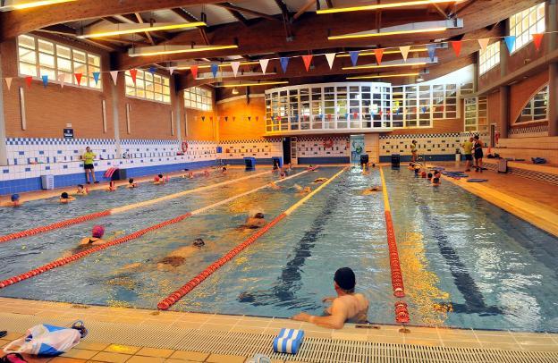 Usuarios de la piscina municipal cubierta denuncian deficiencias ideal - Piscina cubierta linares ...