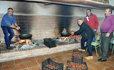 300 kilos del producto estrella del otoño para celebrar la Fiesta de la Castaña de Mecina Bombarón