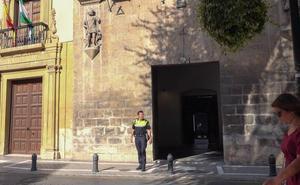 Detenida por probar en la fachada de la Casa de los Tiros si funcionaba su bote de pintura