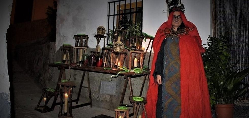 Centenares de personas participan en la II Noche de Brujas de Soportújar