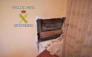 Investigados por robar por el procedimiento del butrón en una casa de Mengíbar