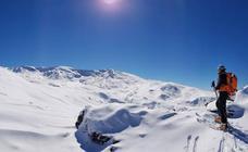 Sierra Nevada mantiene, de momento, la fecha de apertura pese a estar «trabajando con bastante nieve real»