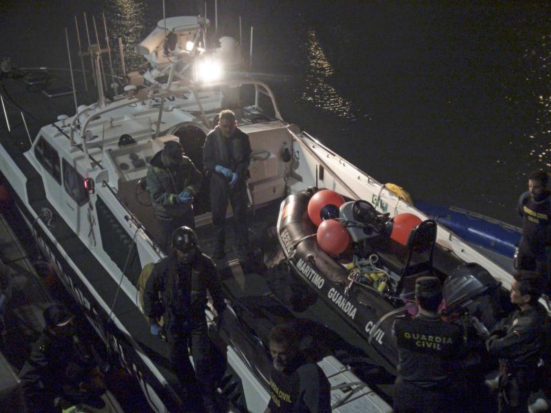 Reanudan la búsqueda de inmigrantes tras el naufragio de una patera en Cádiz