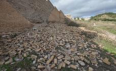 Tramo derruido de la muralla Nazarí