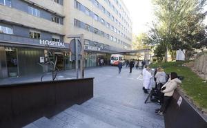 Personal sanitario pide una revisión del protocolo tras la agresión a tres trabajadores del hospital Materno en Granada