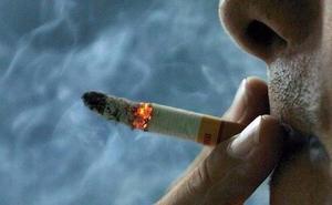 Detenido un joven de 25 años por quemar con un cigarro a su madre en Málaga