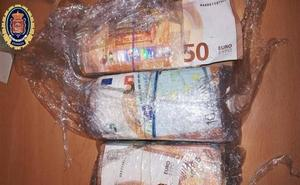 Dos detenidos con 29.000 euros cuando presuntamente hacían una compra venta de drogas en Granada