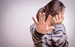 Detenido en Almería por pegarle una patada en la barriga a su esposa de 18 años