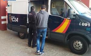 A prisión tres jóvenes en Almería por atracar un despacho de lotería encapuchados y con un cuchillo