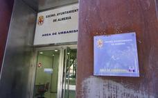 Urbanismo entrega a la Policía Nacional unos 150 documentos del agente detenido