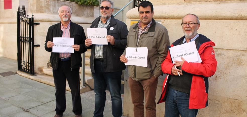 Organizan una concentración esta tarde para protestar contra el inminente traslado de la estación de tren a Huércal de Almería