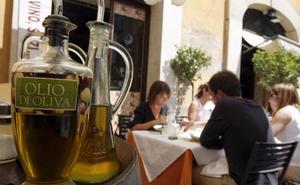 El aceite de oliva italiano se vende aún al doble que el español pese al repunte de su precio