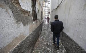 Dispositivo policial en calle Elvira: cinco detenidos por tráfico de estupefacientes, hurtos, daños y amenazas