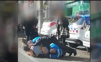 Espectacular detención a un chico de 19 años por agredir a su novia de 17 en plena calle