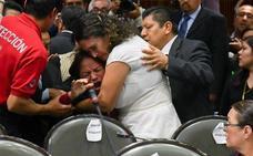 Una diputada se entera del asesinato de su hija en plena sesión del Parlamento mexicano