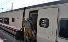 Renfe activa el transbordo por carretera para el viaje entre Sevilla y Almería y adapta los horarios