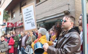 «La banca camina 'palante', la justicia camina 'patrás'»
