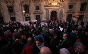 Los granadinos protestan en Plaza Nueva por la decisión del Tribunal Supremo sobre las hipotecas