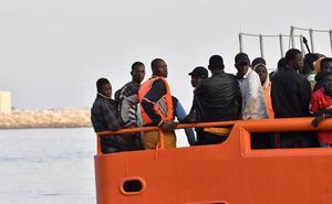 Rescatadas 67 personas de dos pateras «sobrecargadas» en el mar de Alborán