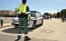 Trasladado al hospital un hombre tras salirse de la vía mientras conducía de madrugada por Cambil