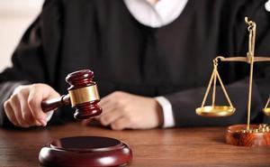 Condenado un notario por «acentuada negligencia profesional» al falsear una póliza mercantil en Almería