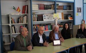 El IES Almeraya recibe una donación con 'mucho gusto'