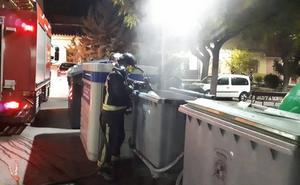 Arden contenedores en Santa Isabel, casco antiguo y puentes