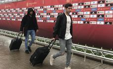 La selección se concentra bajo la lluvia con Jordi Alba como centro de atención