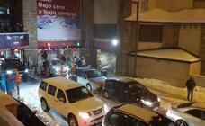 Los trabajadores del aparcamiento de Sierra Nevada se suman a la huelga de remontes