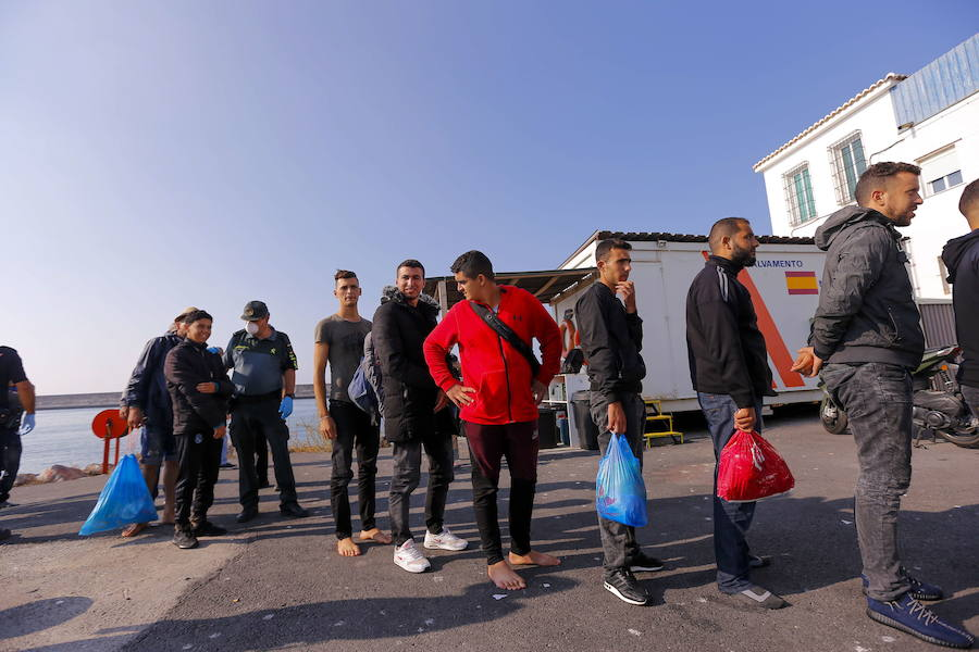 Trasladan al puerto de Motril a 103 inmigrantes de origen magrebí